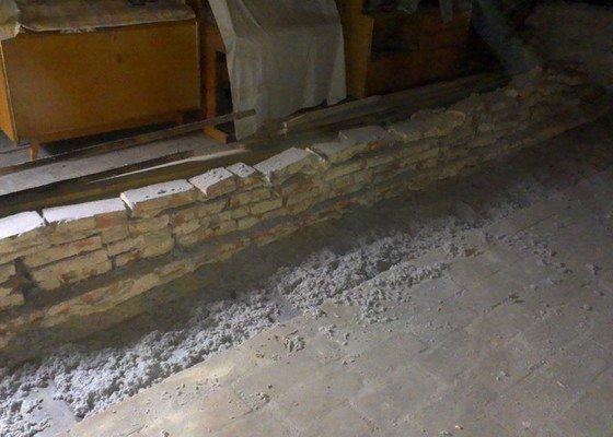 Foukaná izolace stropu pod půdou