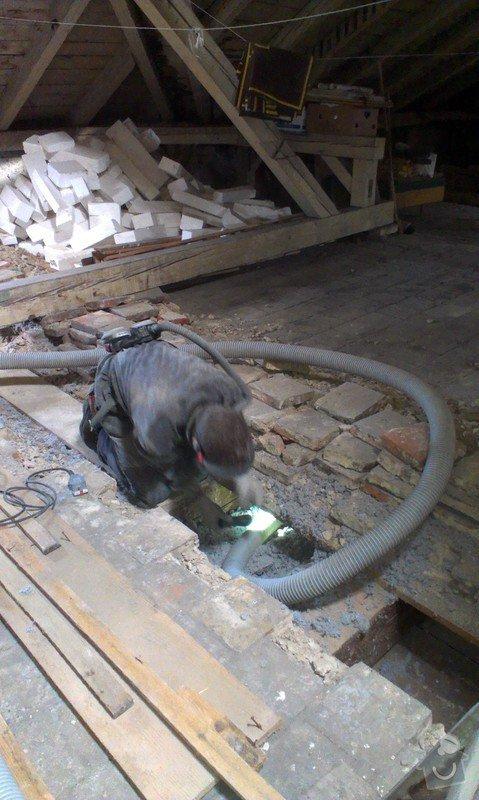 Foukaná izolace stropu pod půdou: IMAG0252