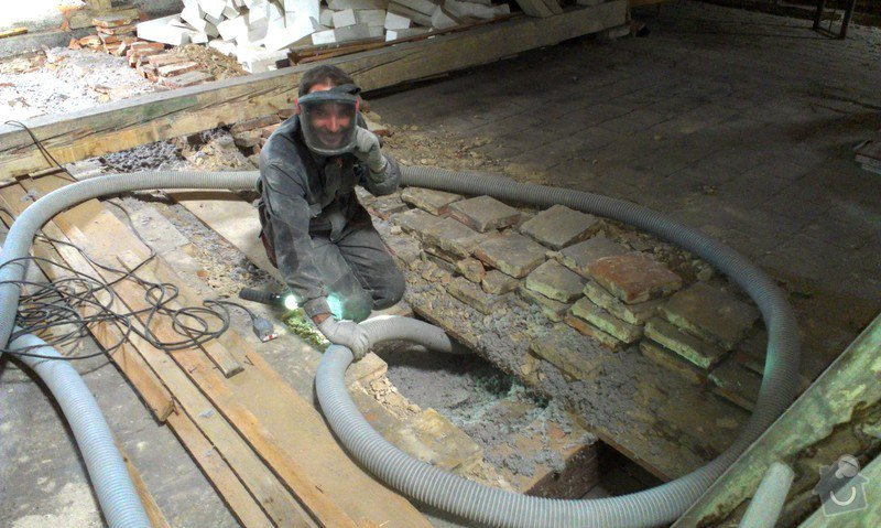 Foukaná izolace stropu pod půdou: IMAG0257