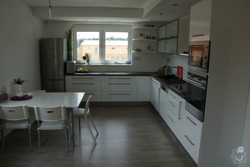 Kuchyňská linka, pracovní místnost, psací stůl, šatna: SUCHANKOVA_1