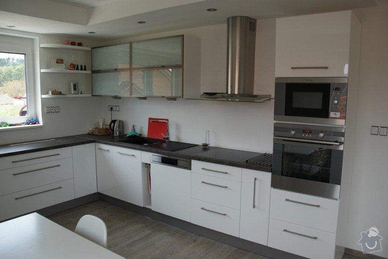 Kuchyňská linka, pracovní místnost, psací stůl, šatna: SUCHANKOVA_2