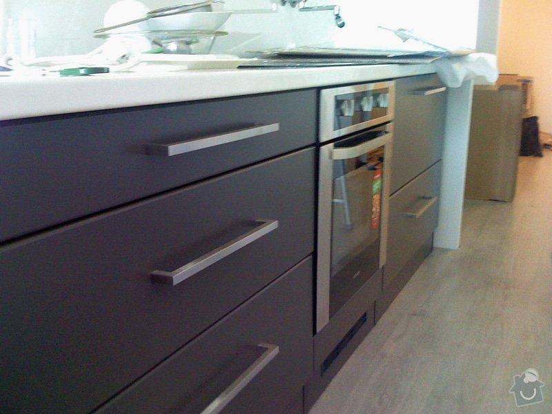 Rekonstrukce kuchyně a chodby bytu: spodni_skrinky_k.linky
