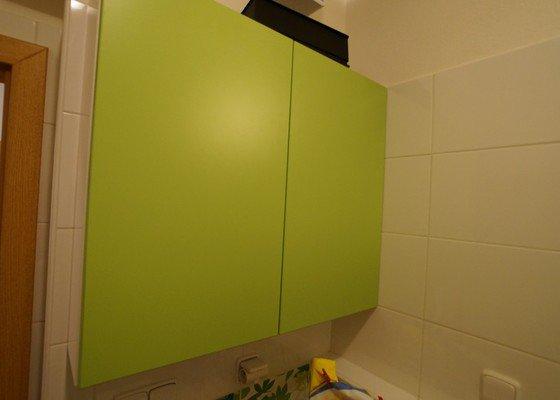 Vestavěná skříň, botník s věšákovou stěnou, koupelnový nábytek