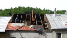 Pokládka střechy ze šindele, bitumenu