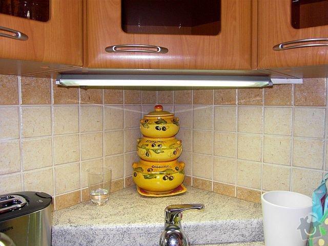 Elektroinstalace světel pro nastavající kuchyňskou linkou: SDC19175