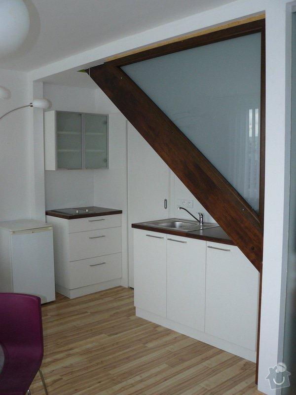 Na míru dělanou malou kuchyňskou linku, skříň a zásuvné dvěře: P1050594
