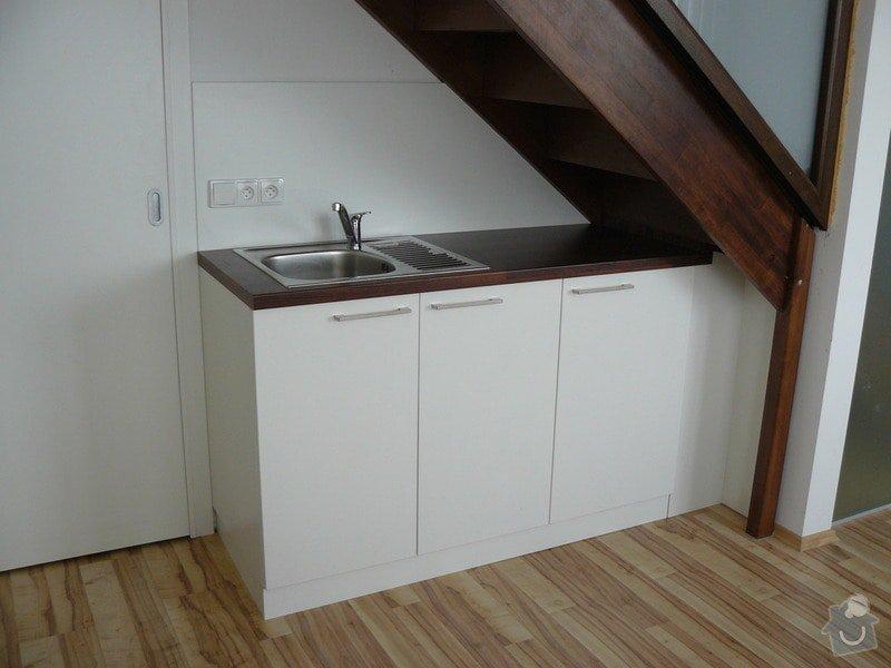 Na míru dělanou malou kuchyňskou linku, skříň a zásuvné dvěře: P1050595