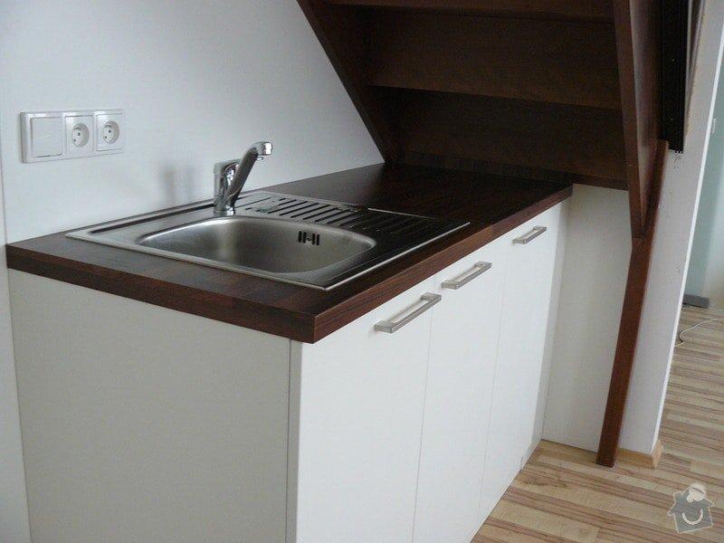 Na míru dělanou malou kuchyňskou linku, skříň a zásuvné dvěře: P1050597