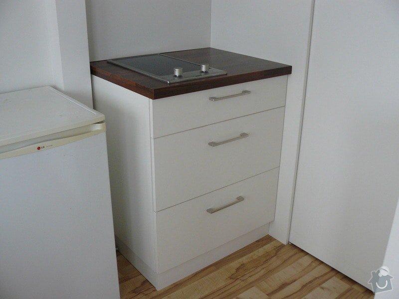 Na míru dělanou malou kuchyňskou linku, skříň a zásuvné dvěře: P1050600