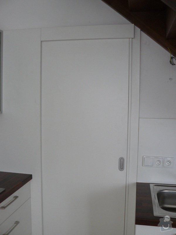Na míru dělanou malou kuchyňskou linku, skříň a zásuvné dvěře: P1050604