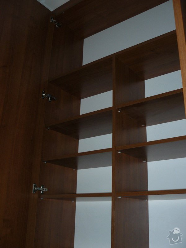 Na míru dělanou malou kuchyňskou linku, skříň a zásuvné dvěře: P1050588