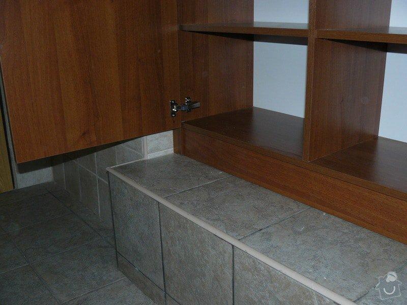 Na míru dělanou malou kuchyňskou linku, skříň a zásuvné dvěře: P1050589