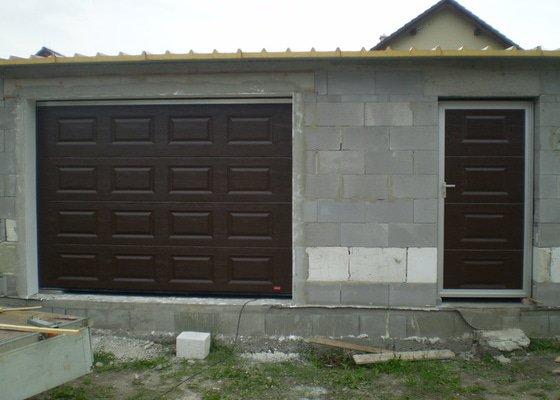 Garážová vrata, montáž pohonů na bránu