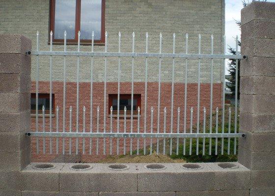 Dodání a montáž posuvné brány a plotu
