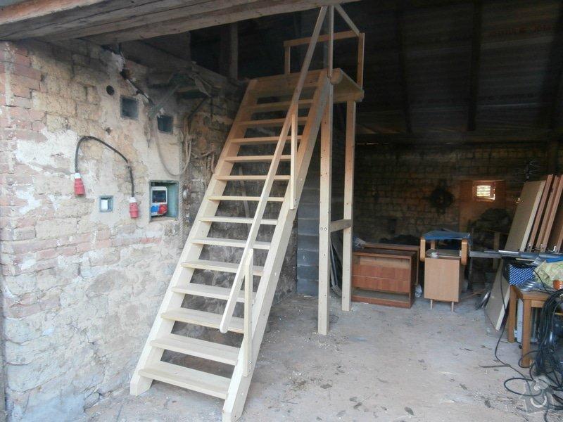 Drevěné schody s podestou: PB030077
