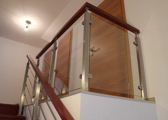 Interiérové zábradlí, kombinace nerez-sklo