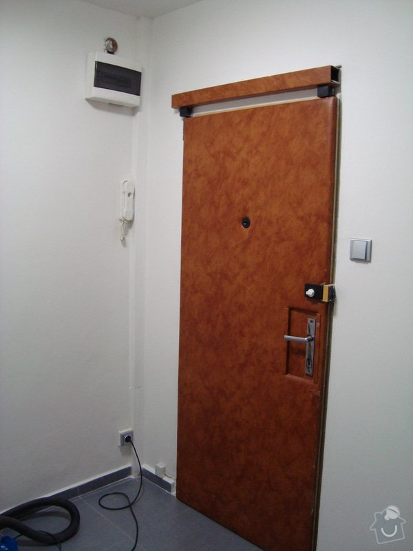 Renovace dveří /čalounění, výměna přídavného zámku/ : DSC02282