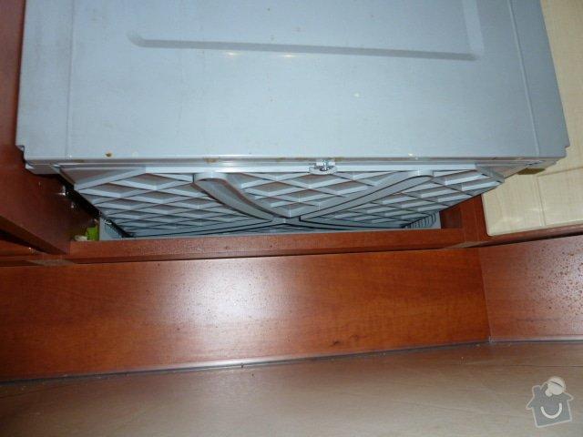 Magnetický výsuv odpadkového koše v kuchyni: P1060581
