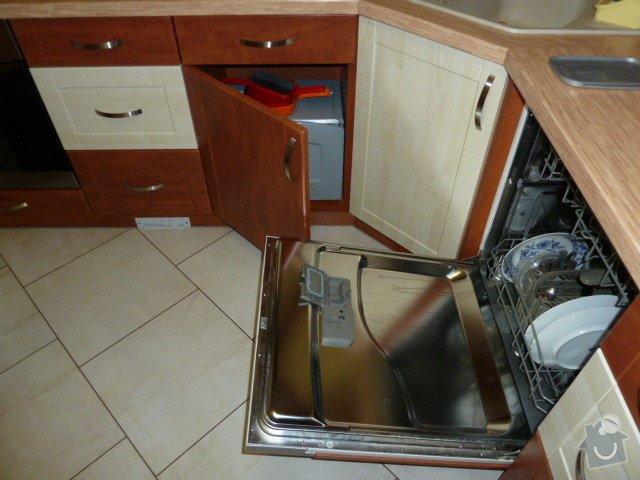 Magnetický výsuv odpadkového koše v kuchyni: P1060582