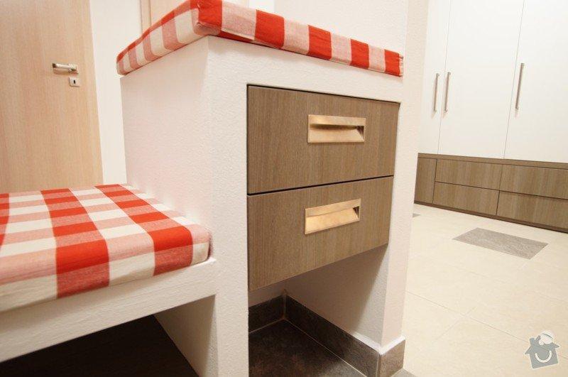 Šatní stěna v předsíni, zásuvkový box, věšáková stěna: box