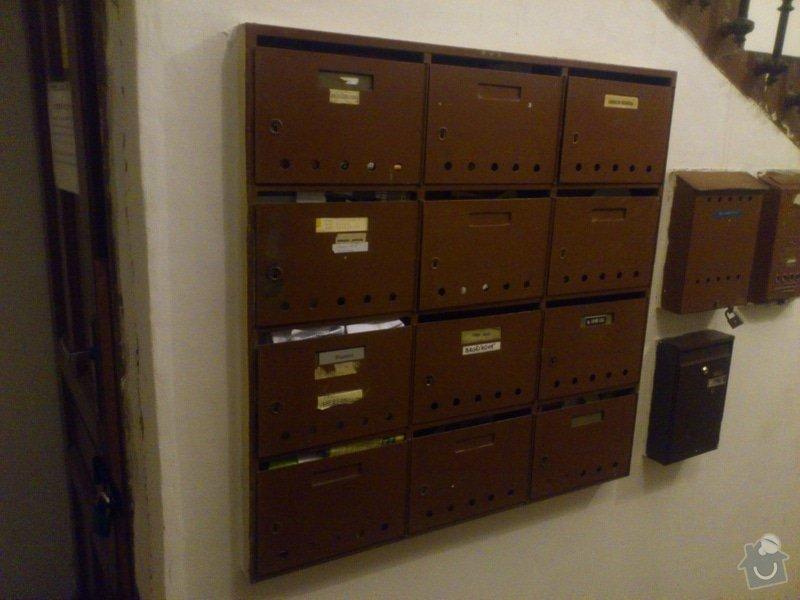 Demontáž starých pošt.schránek na zdi, montáž nových do zdi: DSC_0371