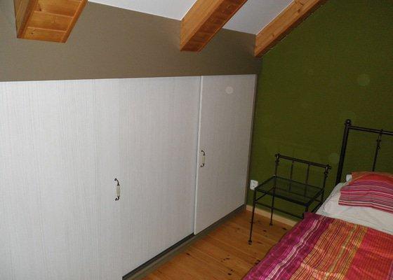 Realizace vestavných skříní v ložnici