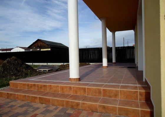 Obklady a dlažby koupelen a teras, opravy