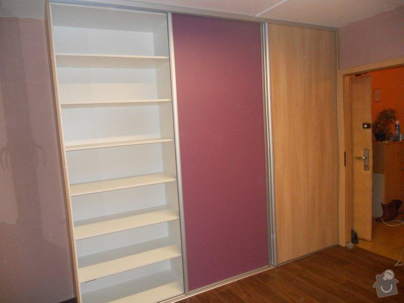 Dětský pokoj, vestavěná skříň a stůl: DSCN1539
