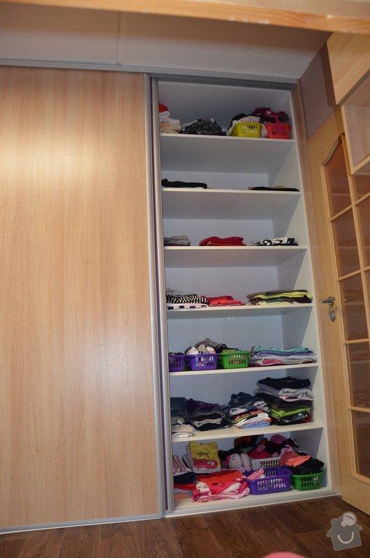 Dětský pokoj, vestavěná skříň a stůl: DSC_1020