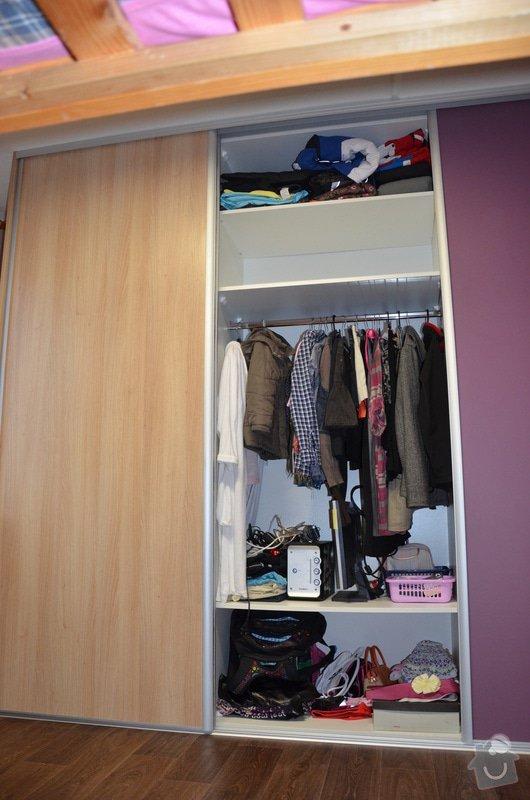 Dětský pokoj, vestavěná skříň a stůl: DSC_1021