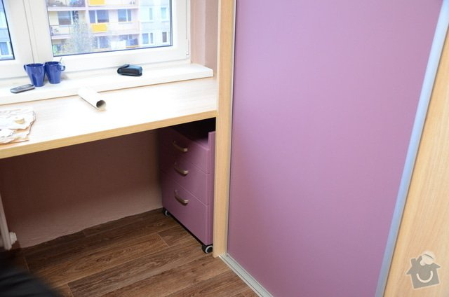 Dětský pokoj, vestavěná skříň a stůl: DSC_0999