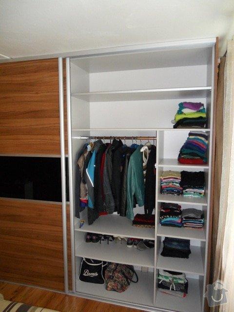 Výroba vestavěné skříně, vestavěného botníku, 2 ks komod , a další truhlářské práce: DSCN1377