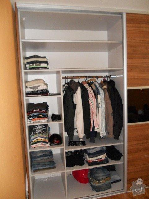 Výroba vestavěné skříně, vestavěného botníku, 2 ks komod , a další truhlářské práce: DSCN1379