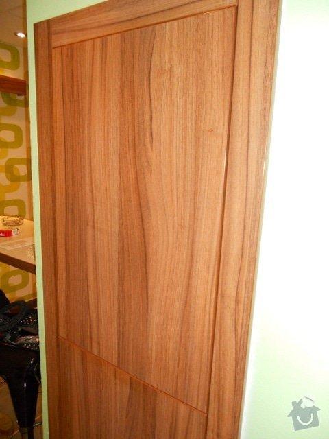 Výroba vestavěné skříně, vestavěného botníku, 2 ks komod , a další truhlářské práce: DSCN1386