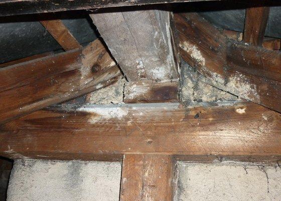 Tesařské práce, oddálení dřevěné konstrukce od komína