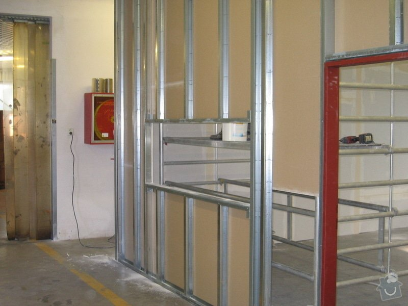 Montáže SDK příček, malby stěn, minerální podhledy a izolace: IMG_5523