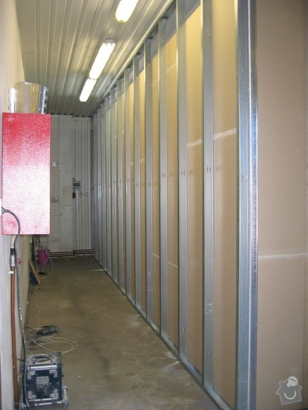 Montáže SDK příček, malby stěn, minerální podhledy a izolace: IMG_5524