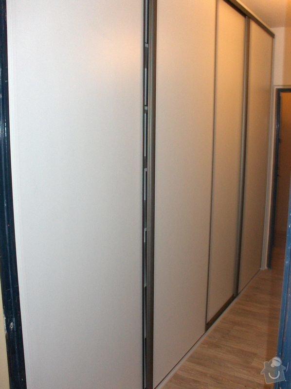 Jednoduchá vestavěná skříń: HPIM0433