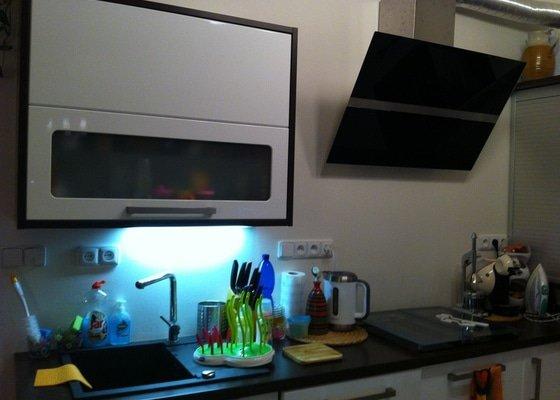 Lacobel za kuchyňskou linku
