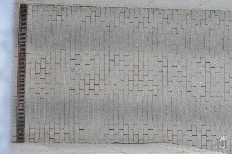 Oprava zamkové dlažby 54 m2, Nový chodník 10 m: vjezd