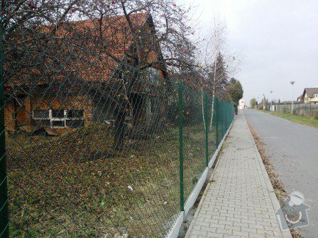 Montáž plotu včetně materiálu: oploceni_dratene_s_deskou_Jesenice