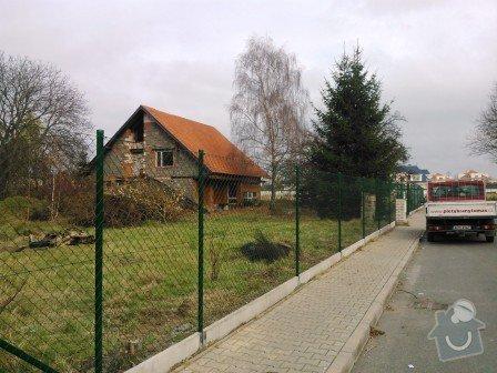 Montáž plotu včetně materiálu: Oploceni_dratene_s_podhrabovou_deskou_vyska_20_cm_Jesenice_celkova_vyska_200_cm