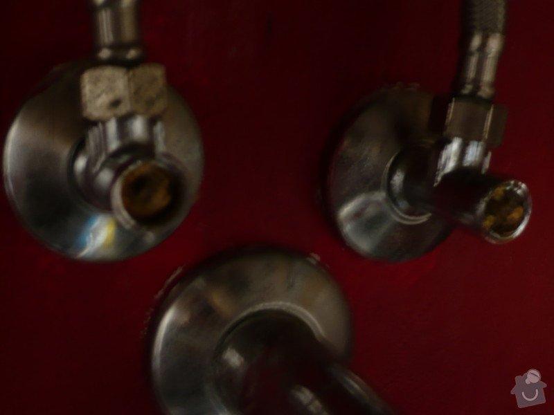 Instalater-vymena uzaveru vody stoupacka, k´´zaviracich kohoutu pod umyvadlem: P1170498