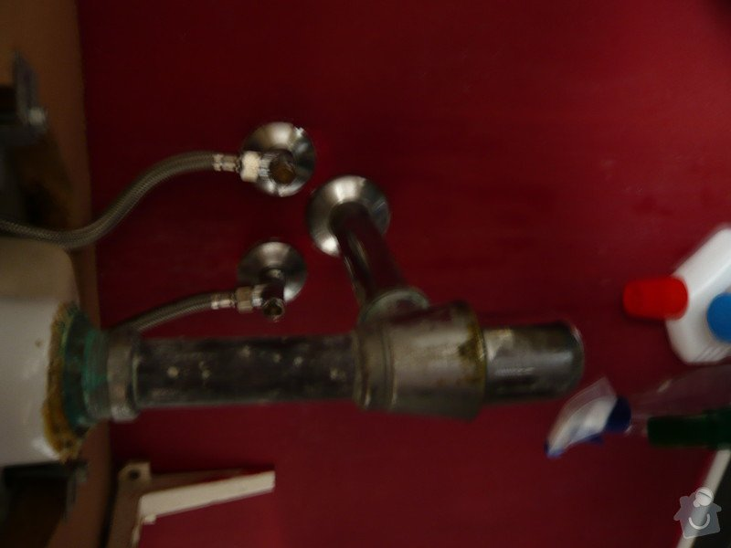 Instalater-vymena uzaveru vody stoupacka, k´´zaviracich kohoutu pod umyvadlem: P1170501