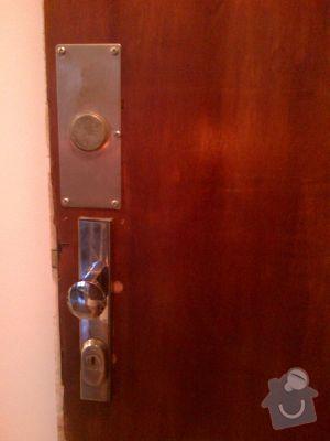 Zámečník - zajištění dveří bytu: IMG-20121126-00461
