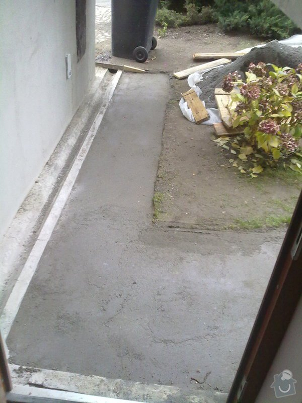 Pokládka venkovní dlažby na beton - schody a chodníček (cca.19m2): 271120121699