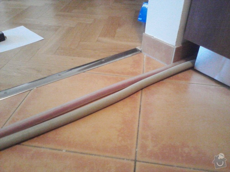 Výroba podlahového prahu na zakrytí hadic od myčky: P28-11-12_10-40