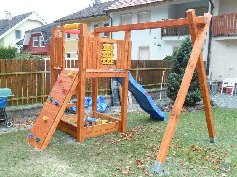 Zahradní domek, přístřešek a dětské houpačky: SAM_0493