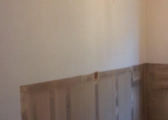 Odhlučnění pokojové stěny 18m2 -sousedí se schodištěm v bytovém domě + zaizolování dveří mezi dvěma pokoji (také kvůli hluku)