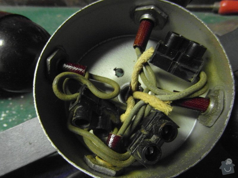 Oprava světla + oprava sluchátek: detail_pospojeni_starych_kabelovych_rozvodu